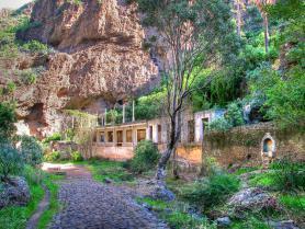 Pozůstatky lázní El Balneario de Azuaje u Firgasu